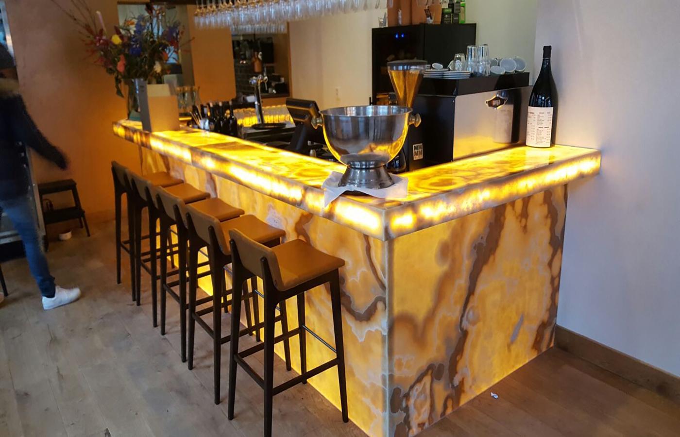 LEDSign project: verlichte marmer bar
